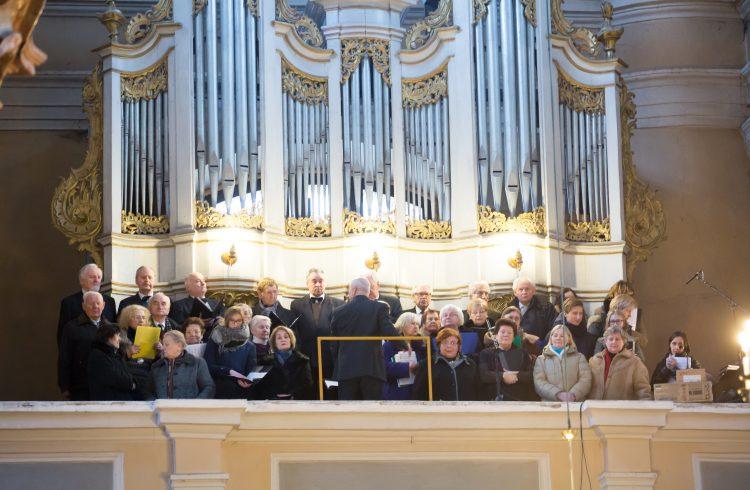 Iškilmingos šv. Mišios pradedant garbinti šv. Teresės relikvijas Vilniaus Visų Šventųjų bažnyčioje.