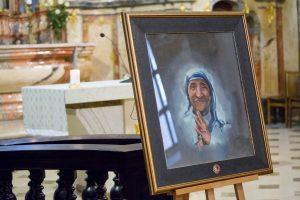 Dailininko tapytojo Andriaus Zakarausko tapytas paveikslas-relikvijorius